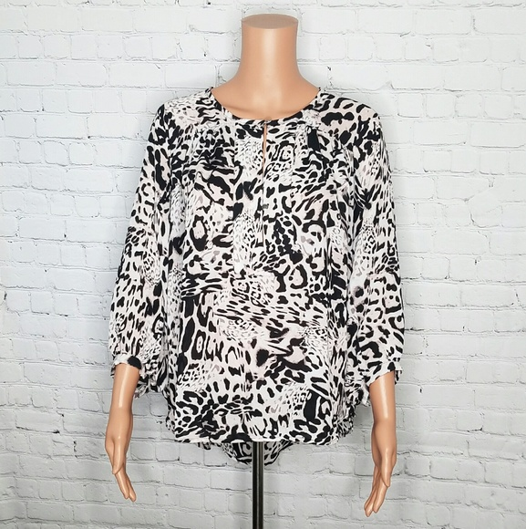 dbd20122ab7 4/$25 Jennifer Lopez Animal Print Blouse